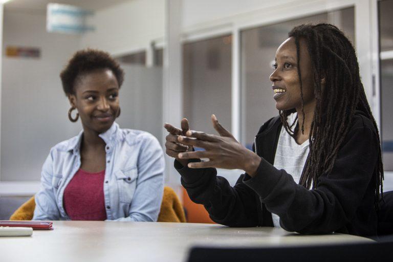 AFRICANAH: dona negra a banda i banda del Mediterrani